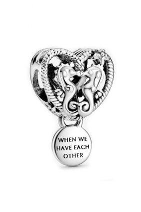 Comprar online Charm Corazón de Caballitos de Mar Pandora 798949C00