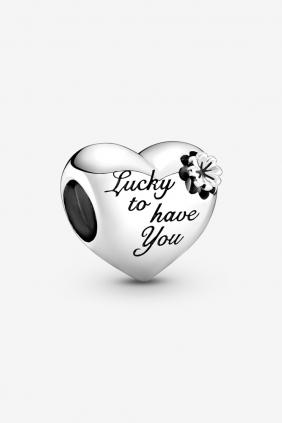 Comprar online Charm de Corazón con Trébol Pandora 799364C00