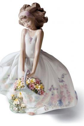Comprar online Figura chica cesta flores de Lladró 6647