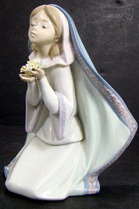 comprar online Figura niña con flor de Lladró 5792