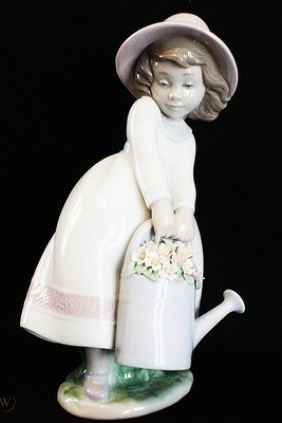 Comprar Figura niña con regadera Lladró 6876