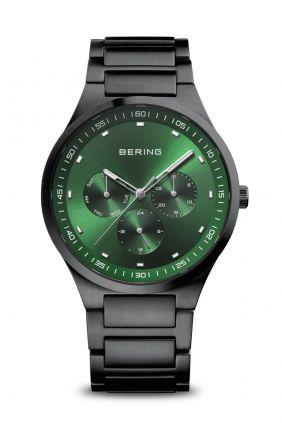 Comprar online Reloj Bering Classic negro cepillado esfera verde 11740-728