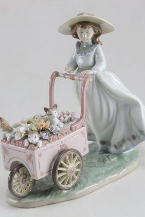 Comprar online Figura niña con carro flores gatos de Lladró 6141