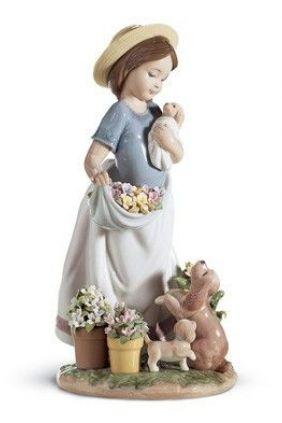 Figura Lladró niña con flores y cachorros 06907 online